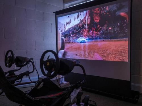 Pop-up arcade driving simulator
